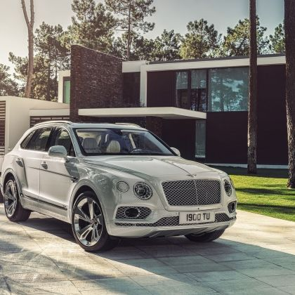 РЕВОЛЮЦІЙНИЙ BENTLEY BENTAYGA HYBRID